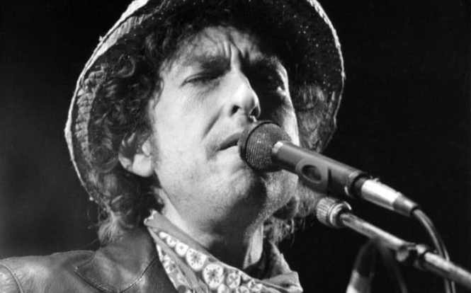 bob-dylan-performing-in-germany-1984-credit-istvan-bajzat-epa